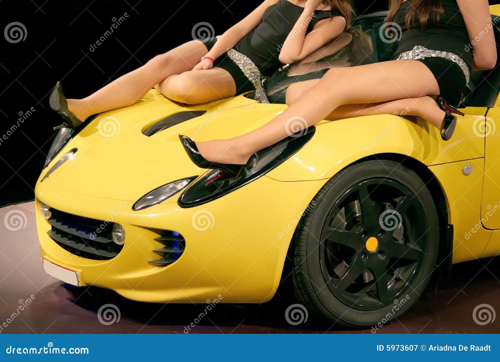 Filles sur le véhicule