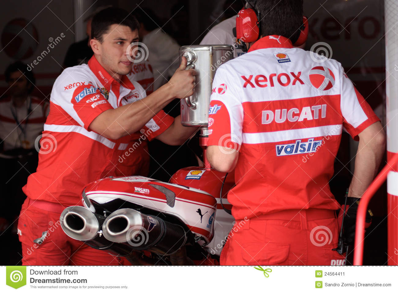 Filling gasoline Ducati 1998 Xerox team