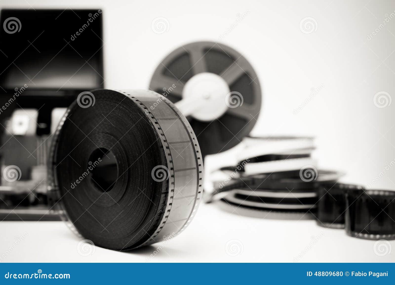 Film de vintage éditant le bureau en noir et blanc avec la bobine