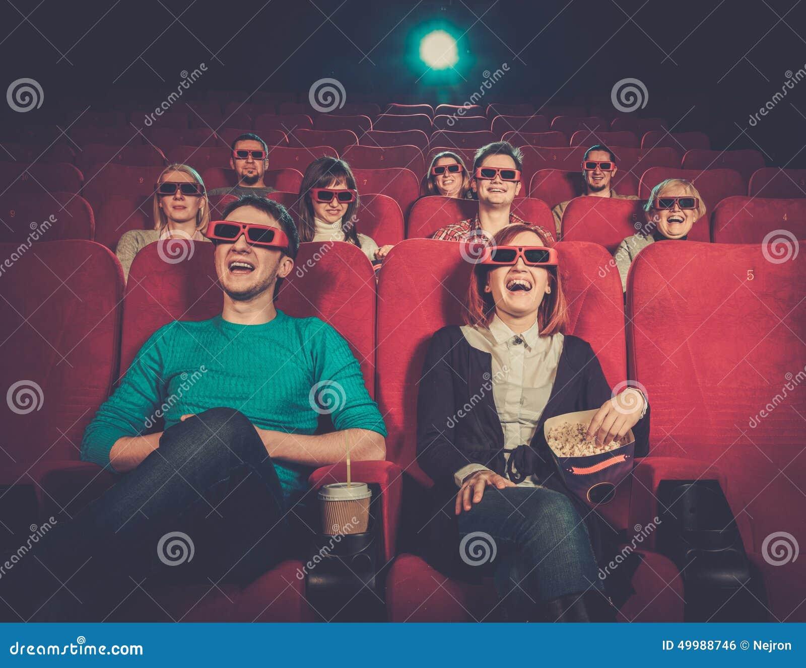 Film di sorveglianza della gente in cinema