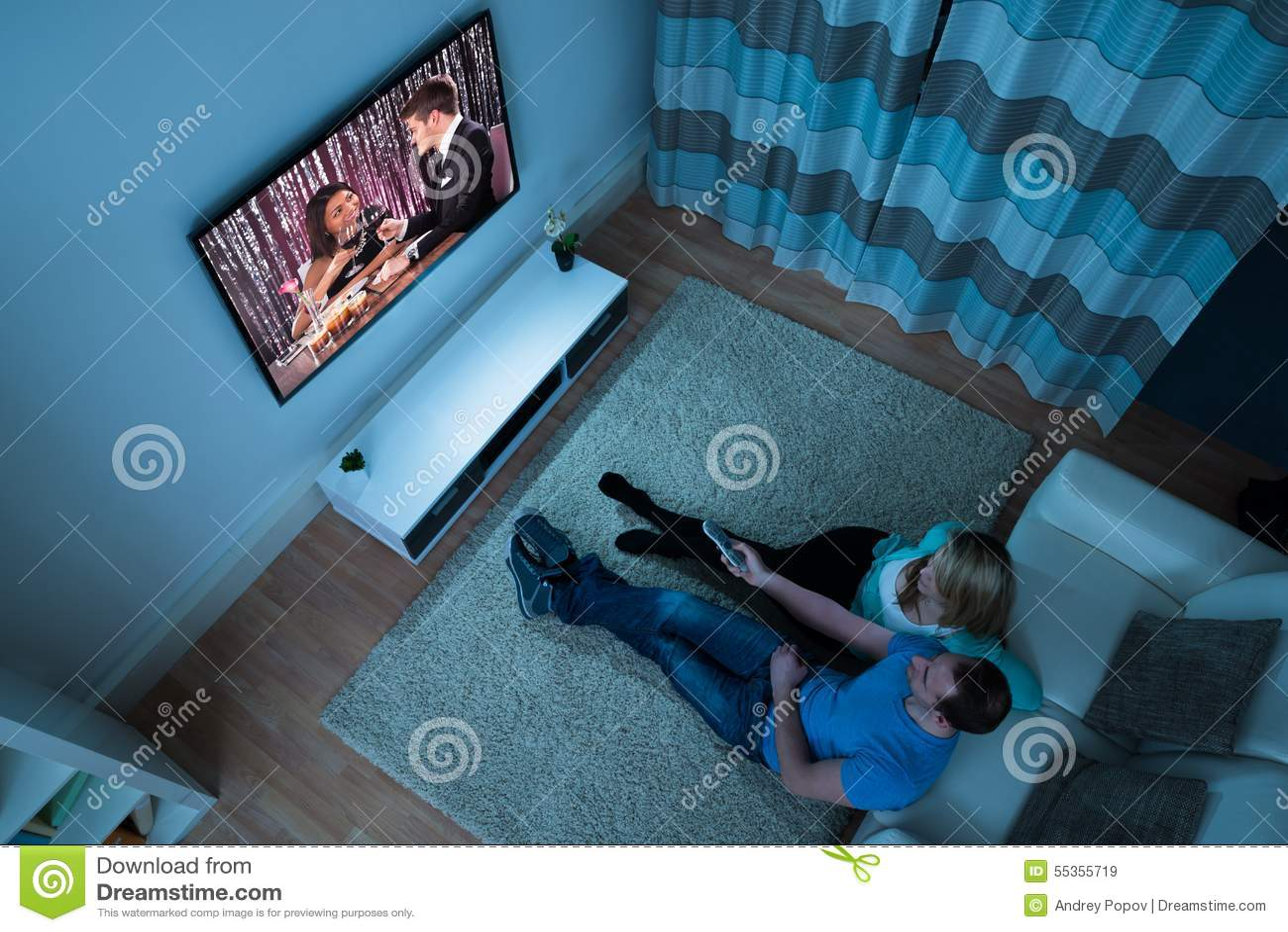Film di sorveglianza delle coppie in salone