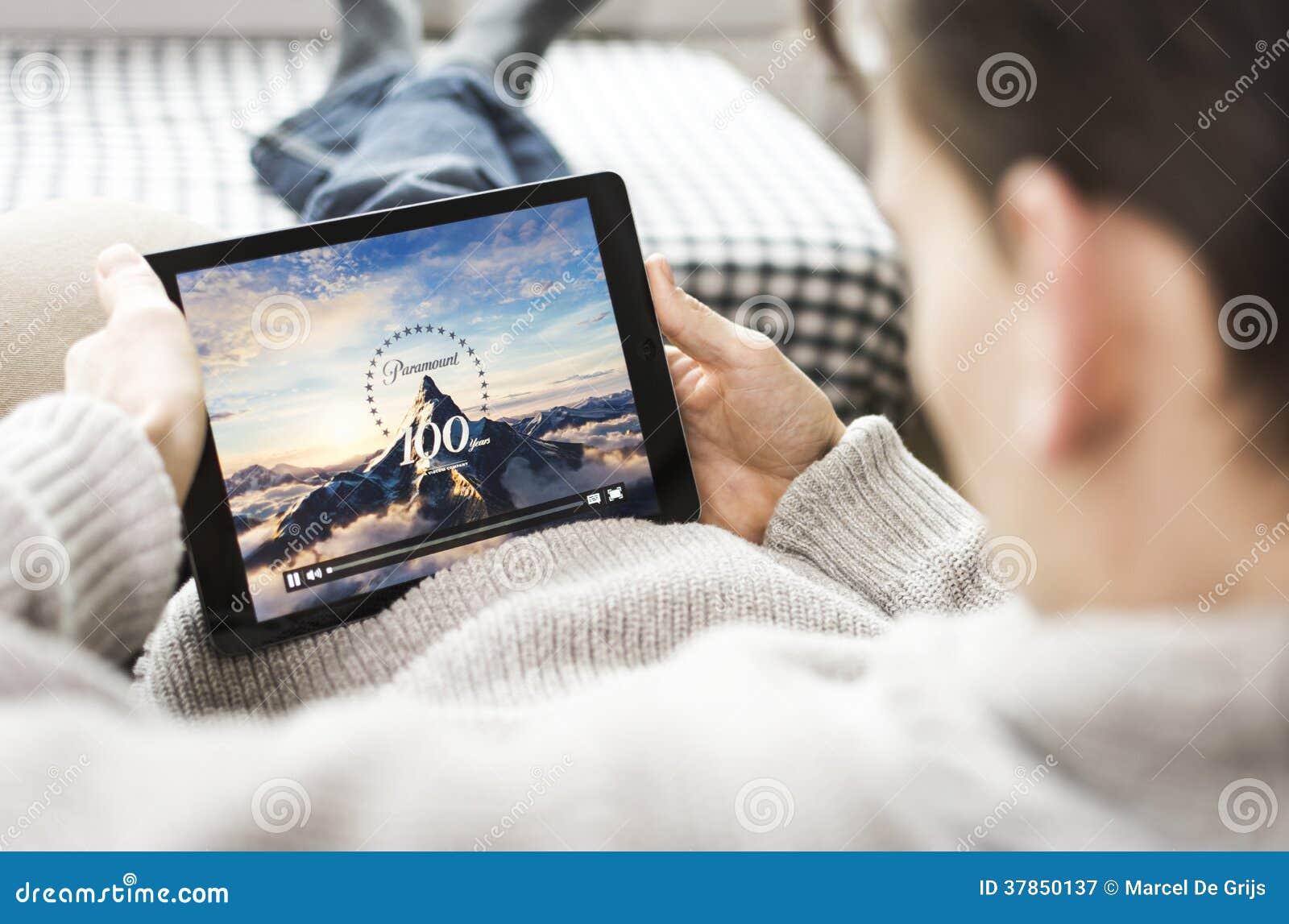 Filme de observação no iPad. Paramount Pictures
