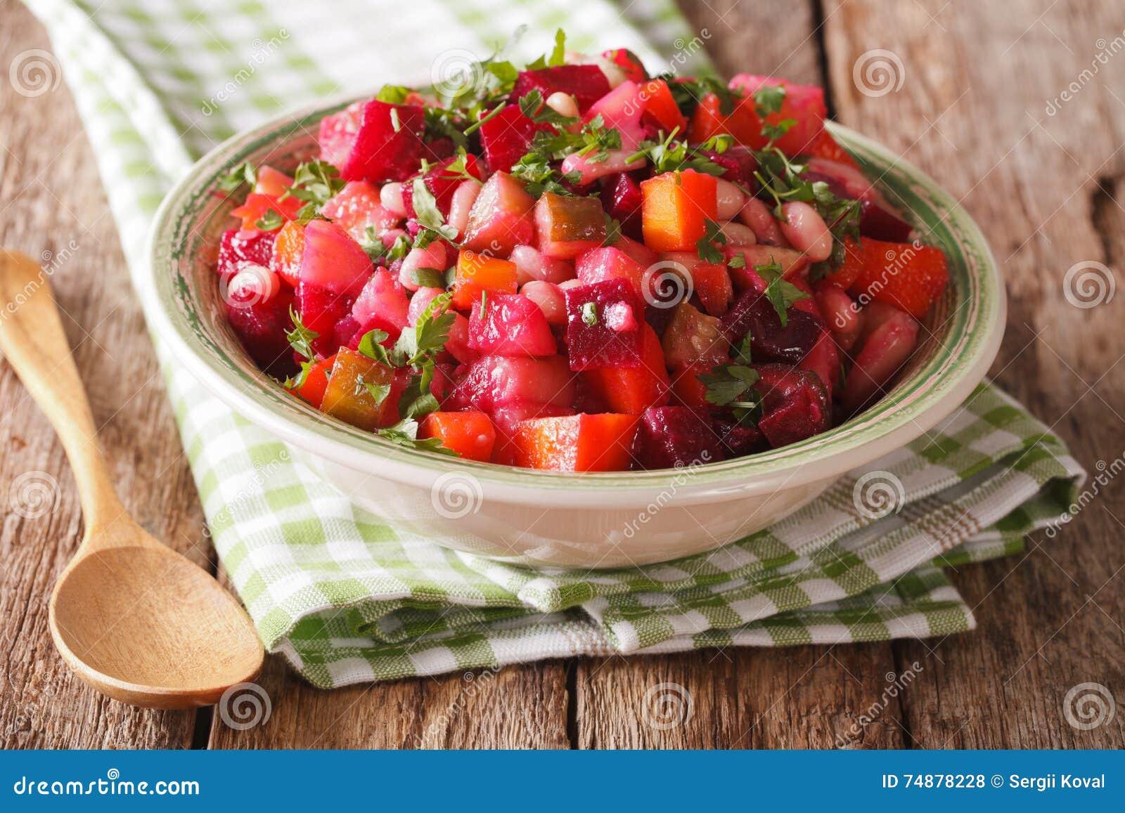 Fim vegetal da salada do russo caseiro acima horizontal