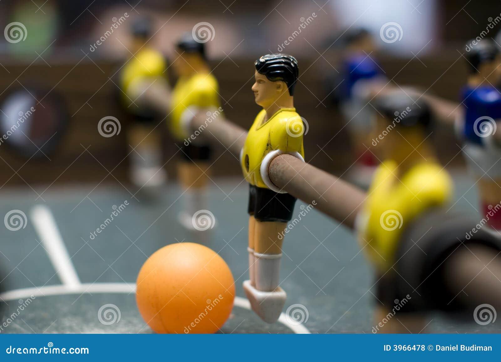 Fin d équipe de jaune de jeu de Foosball vers le haut