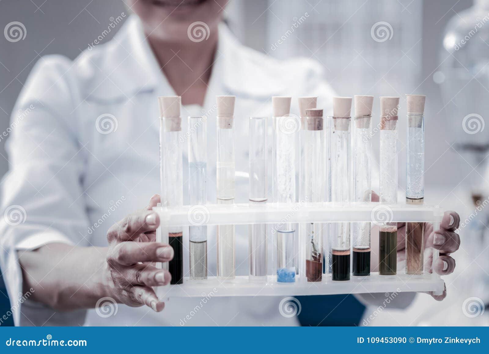 Fin d ensemble de participation de chercheur de tubes à essai