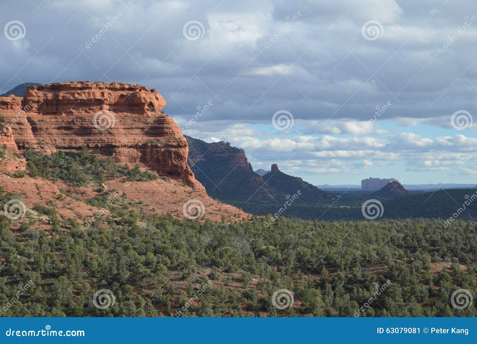 Download Fin De L'après-midi De Montagne Spectaculaire De Sedona Image stock - Image du strates, tard: 63079081