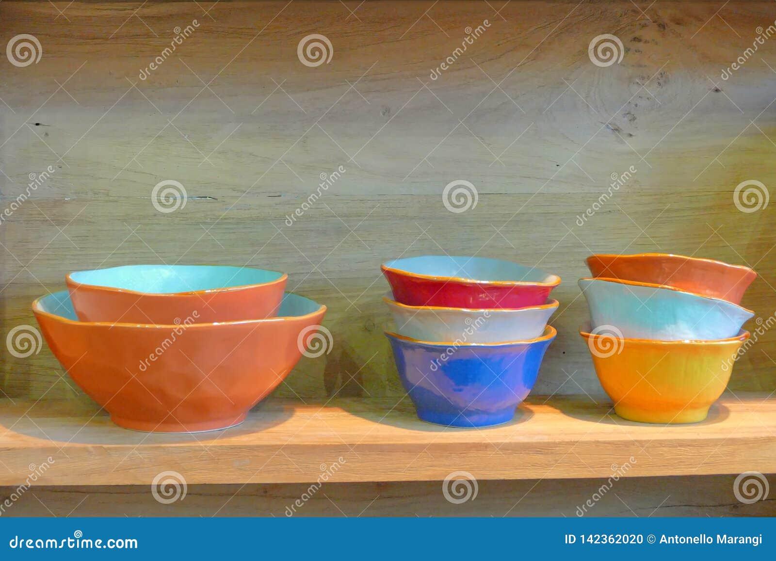 Fin Mediterraneenne De Vaisselle De Cuisine De Style Vers Le