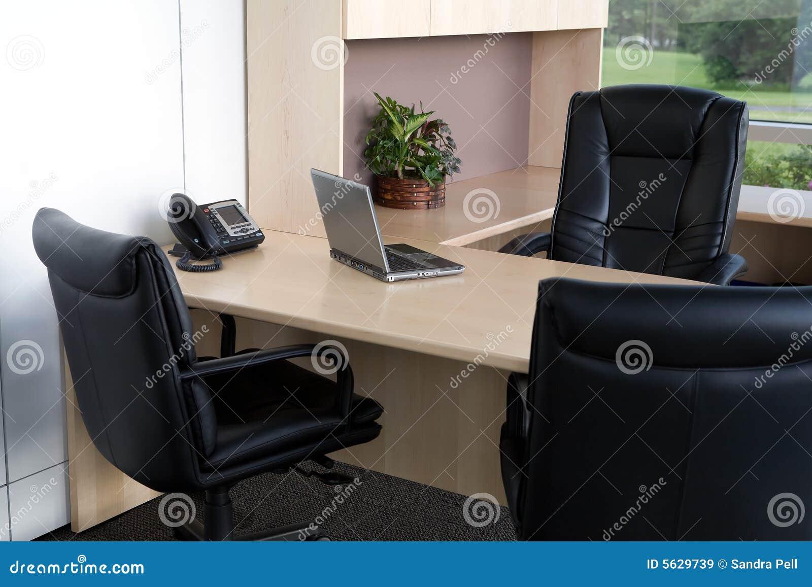 Fin propre de bureau vers le haut.
