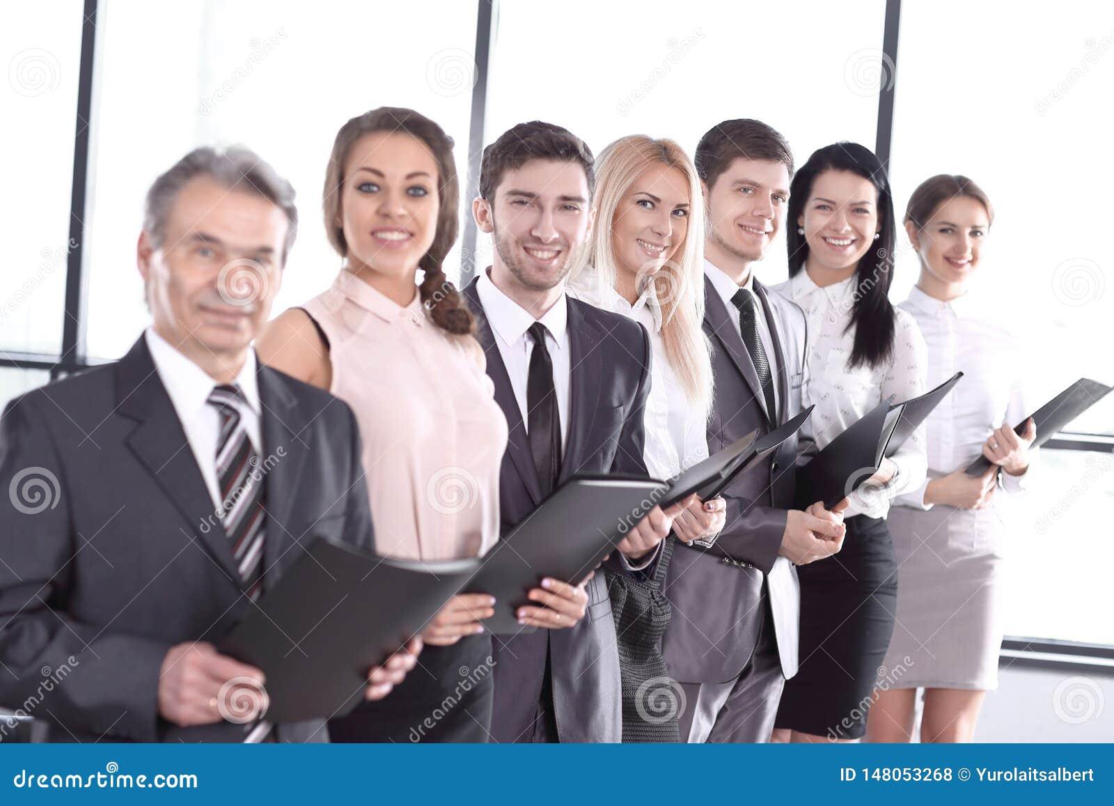Fin vers le haut ?quipe d affaires avec des documents d entreprise Le concept du travail d ?quipe