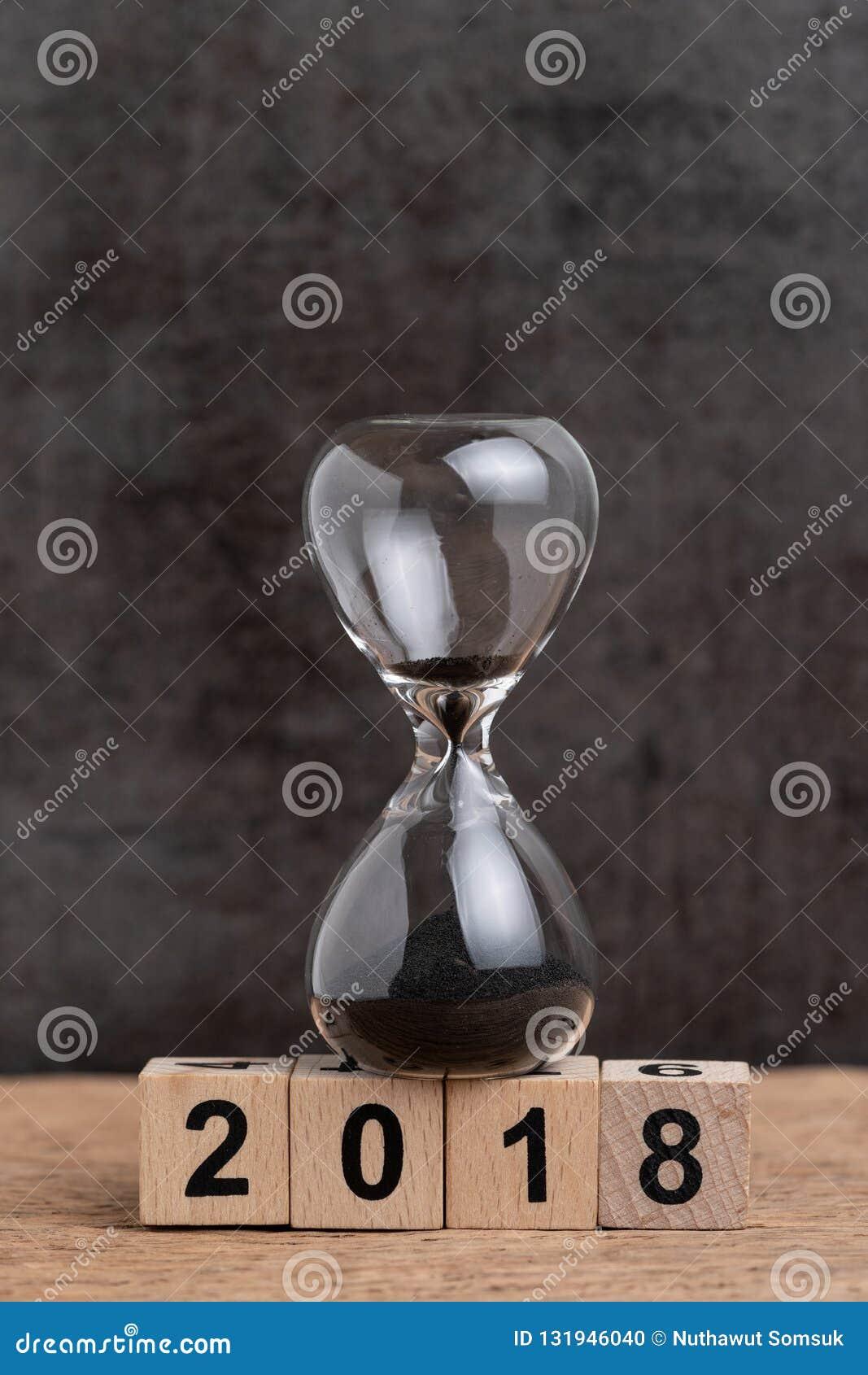 Final do ano contagem regressiva de 2018 vezes ou conceito da revisão dos objetivos de negócios, h