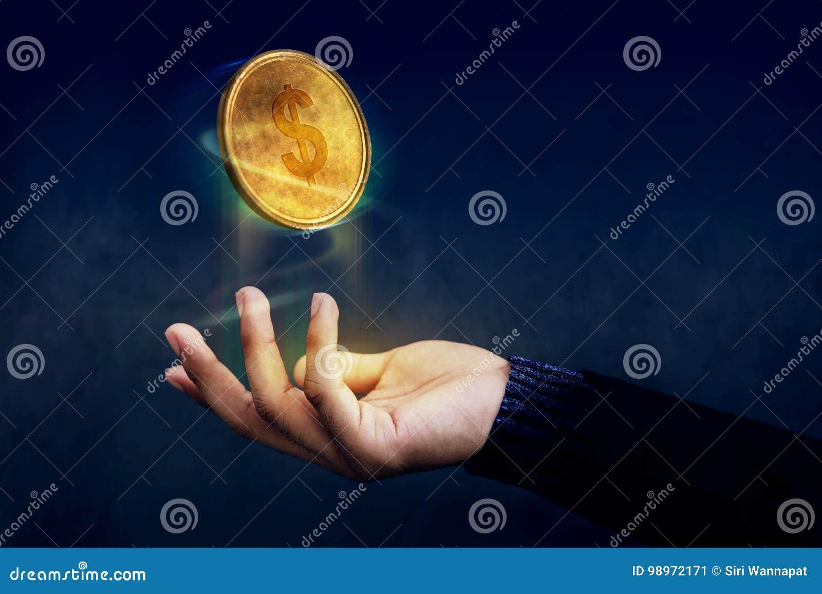 Financeiro ou lucro como o conceito fácil, ove dourado do flutuador da moeda do dinheiro
