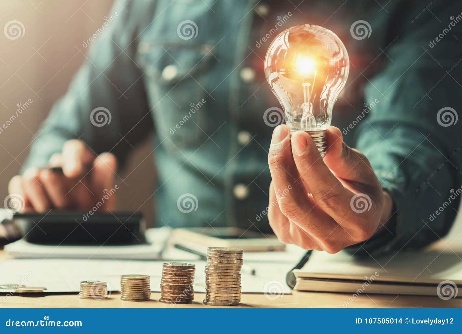 Finances d affaires et puissance d économie nouvelle énergie solaire d idée avec le C.A.