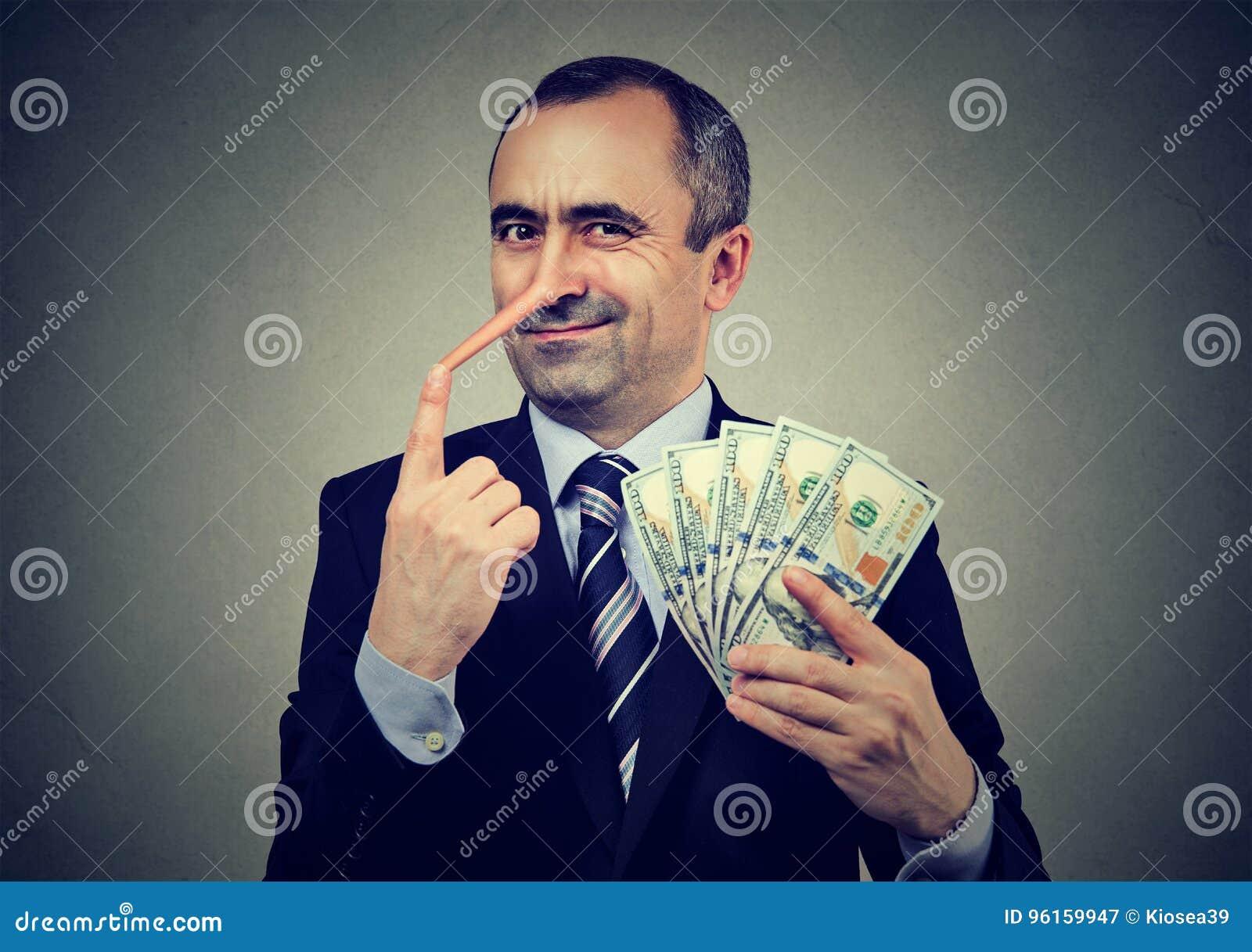 Financieel fraudeconcept De stafmedewerker van de leugenaarzakenman met dollarcontant geld