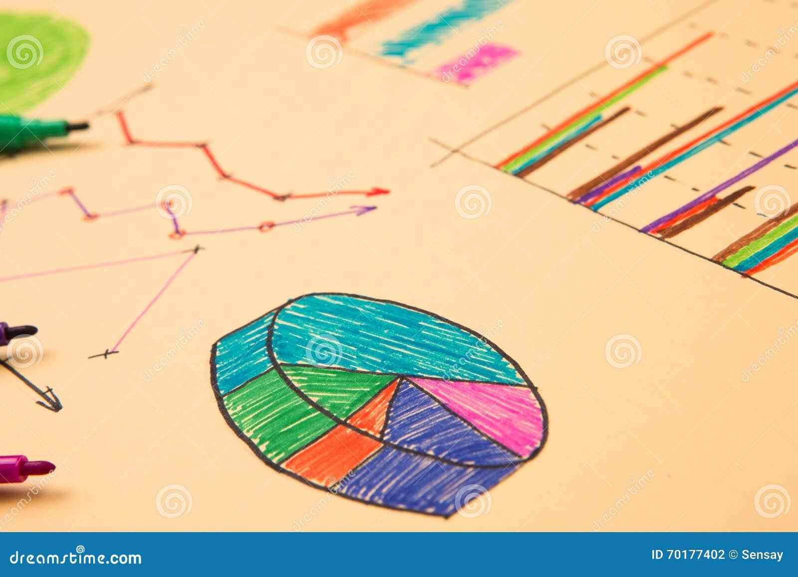 Finansiella grafer som dras med kulöra pennor