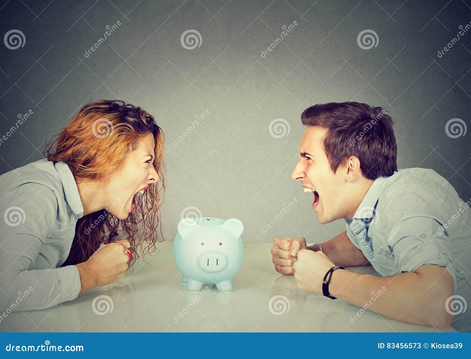 Finanzas en concepto del divorcio El marido de la esposa no puede hacer el acuerdo