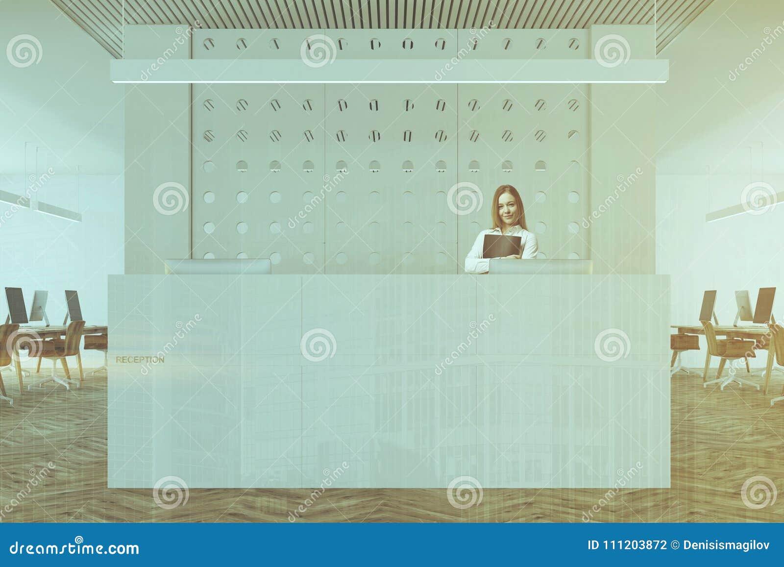 Fine bianca della reception dellufficio del modello su tonificata