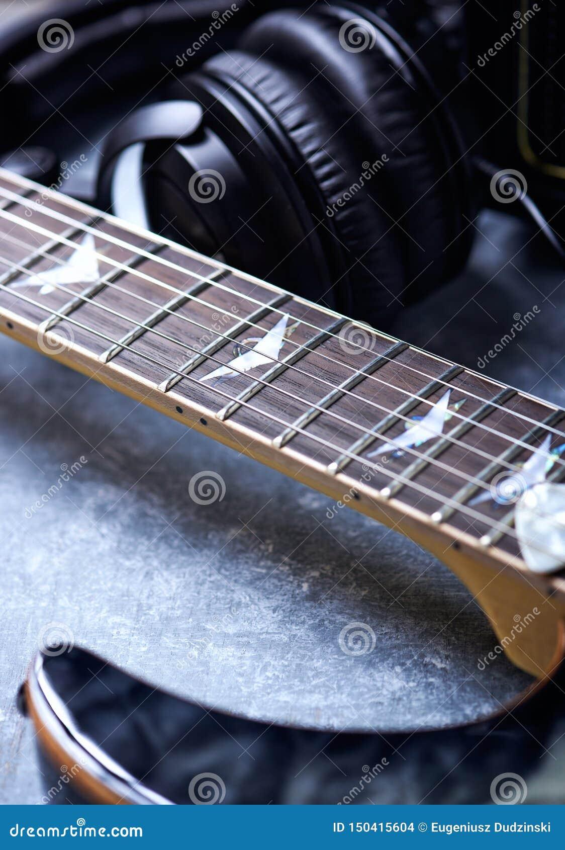 Fine della chitarra elettrica in su