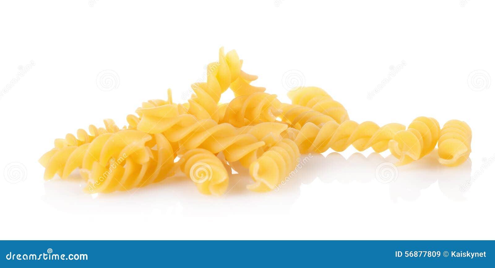 Fine della pasta dei maccheroni su isolata su bianco