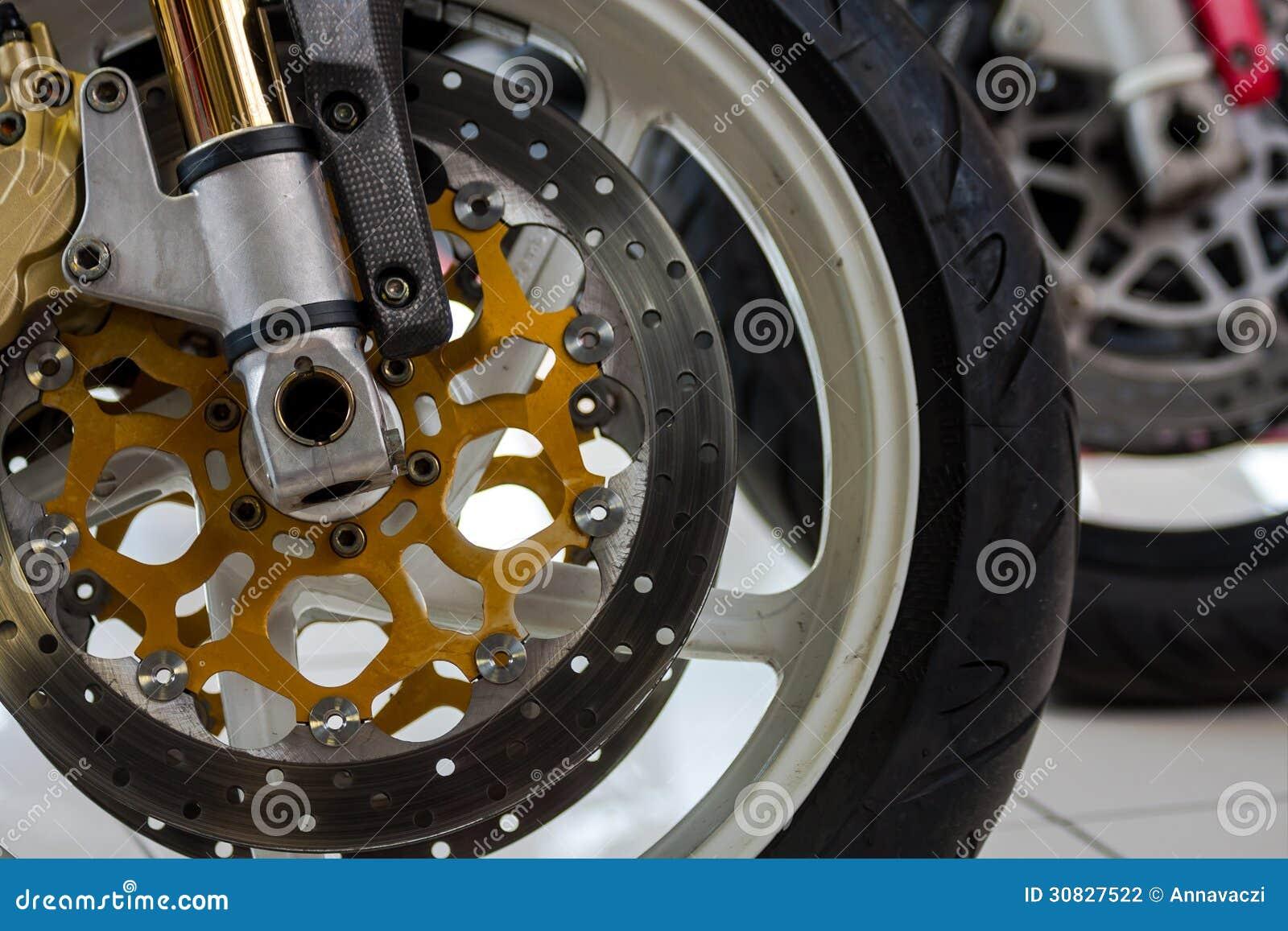 Fine della ruota di Mmotorcycle sulla foto