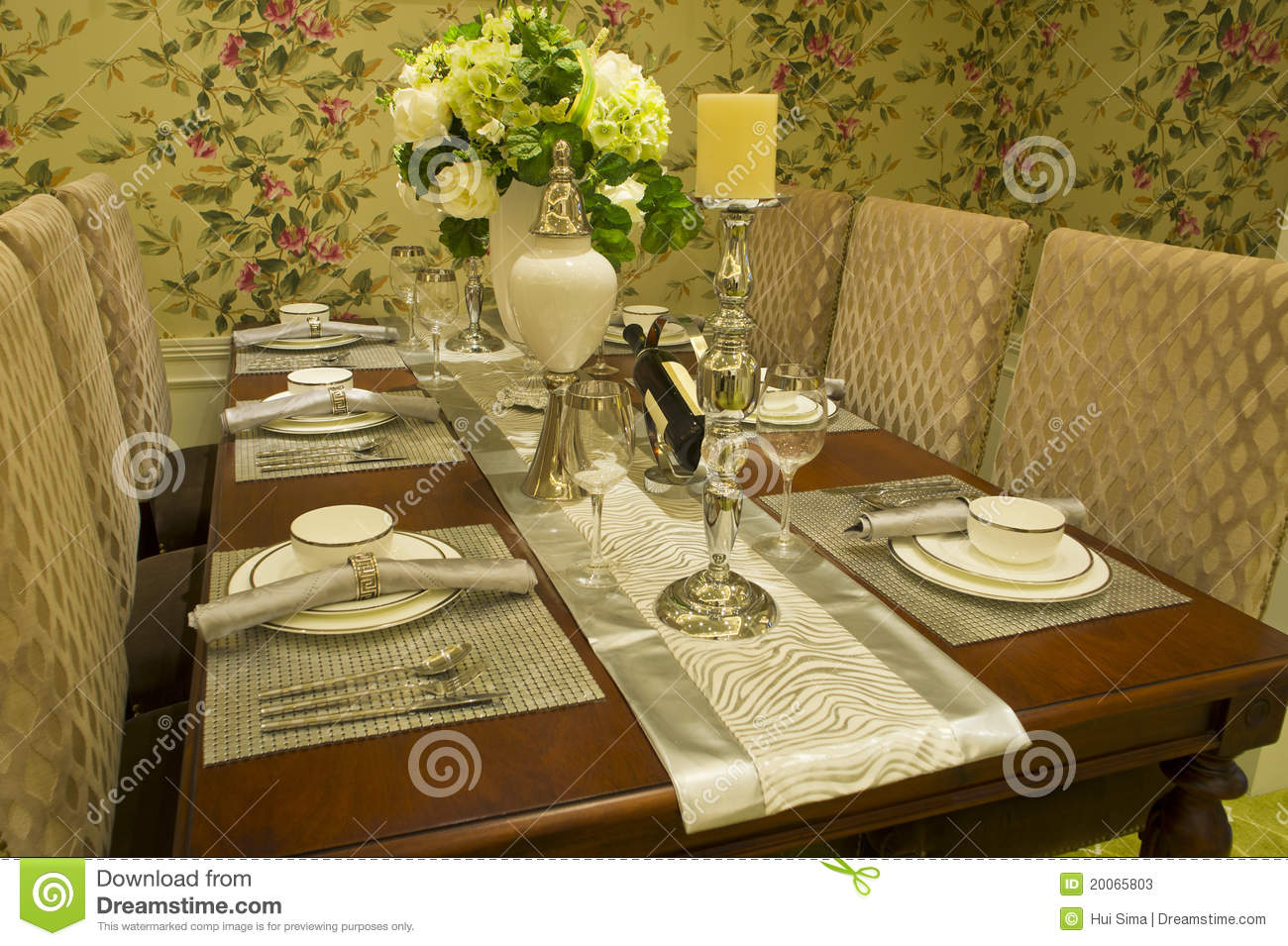 Fine dining room stock photos image 20065803 for Fine dining table setting