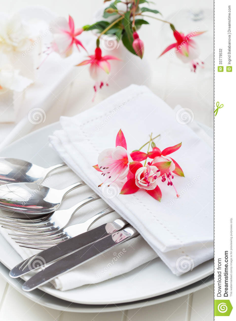 Fine dining table decorated with flowers stock for Fine dining table setting