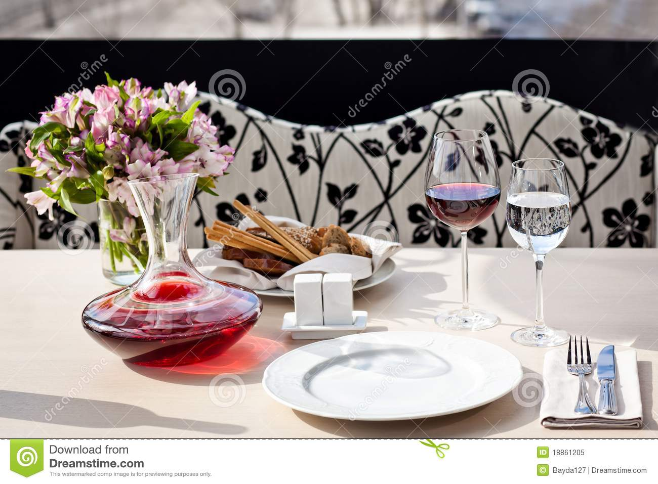 Fancy restaurant table setting - Fine Restaurant Dinner Table Place Setting