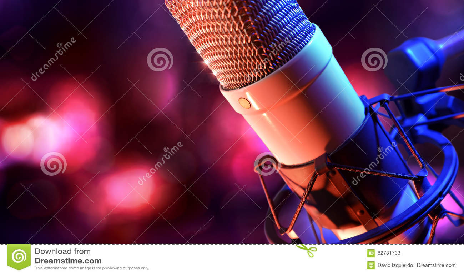 Fine sul recordin in tensione del microfono a condensatore e dell attrezzatura dello studio