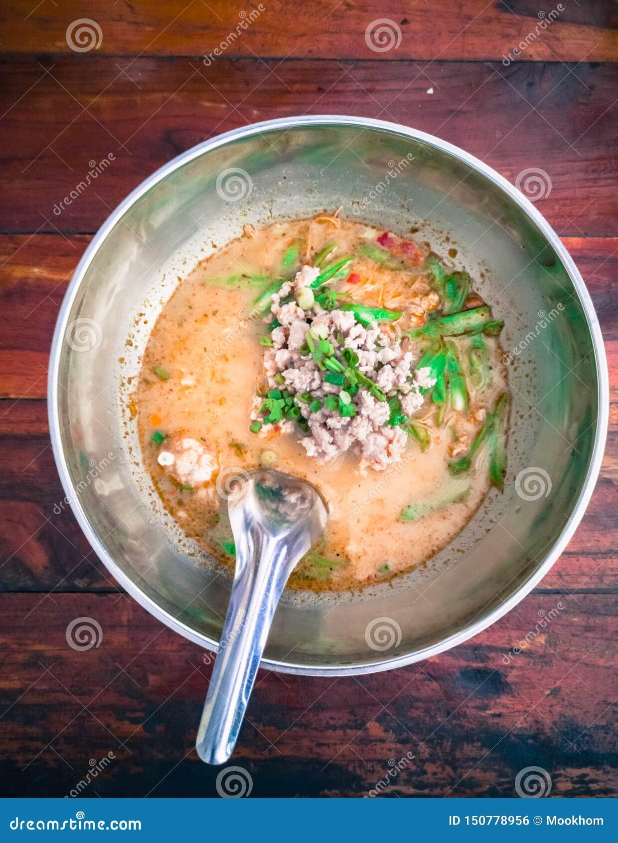 Fine sulla minestra di pasta di Tom Yum