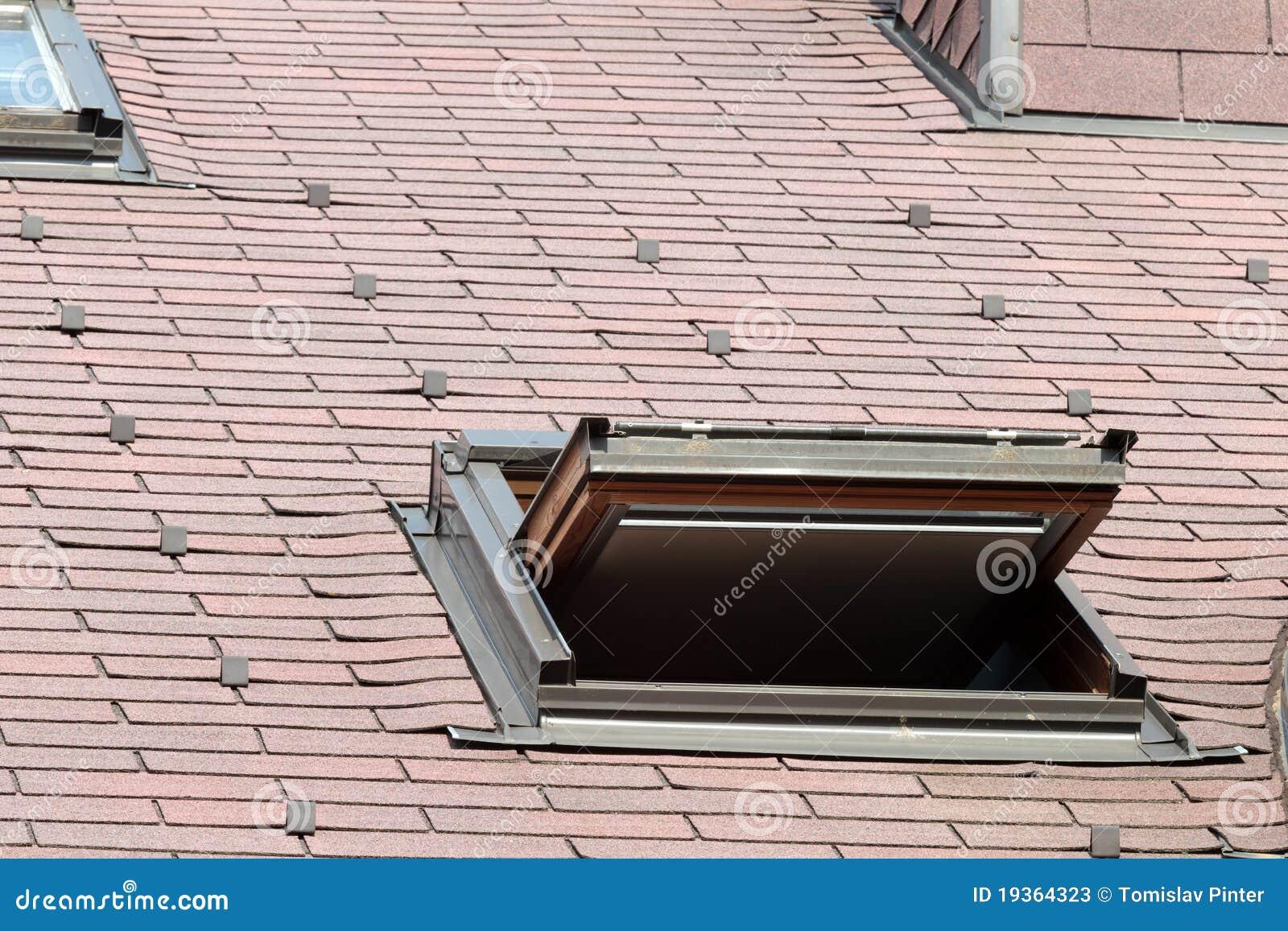 finestra aperta del lucernario immagine stock immagine