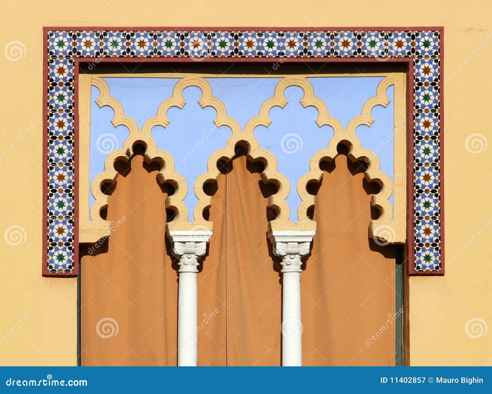 Finestra araba cordova in spagna fotografia stock libera for Stile missione spagnola