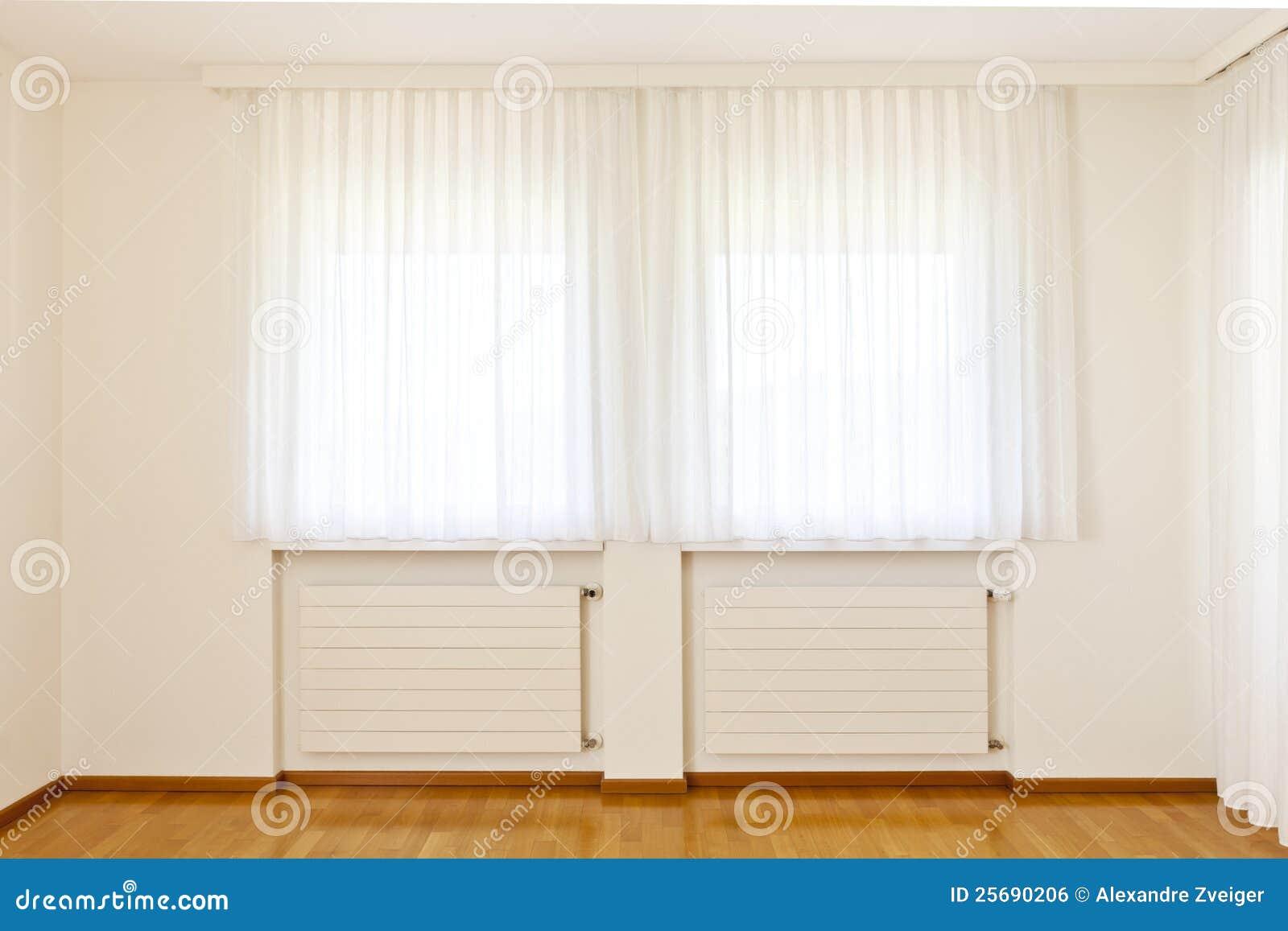 Finestra con le tende bianche immagine stock libera da for Tende da finestra