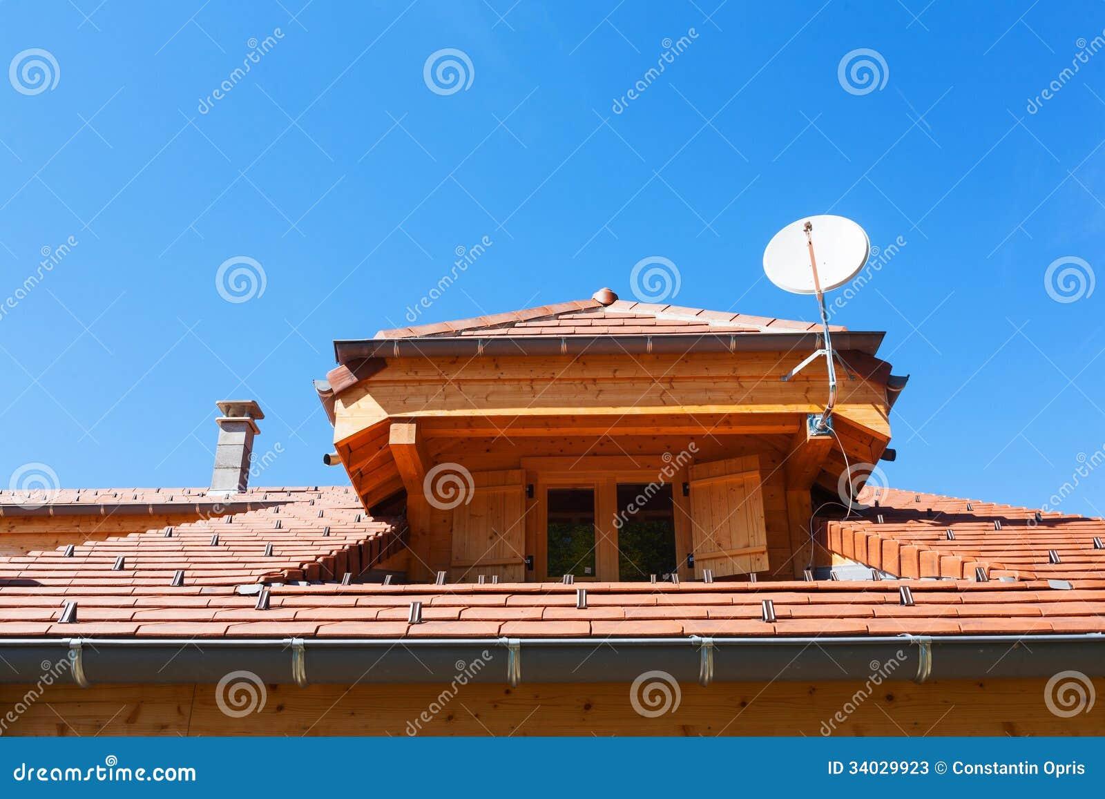 Finestra del tetto dell 39 abbaino immagine stock immagine for Abbaino tetto prezzi