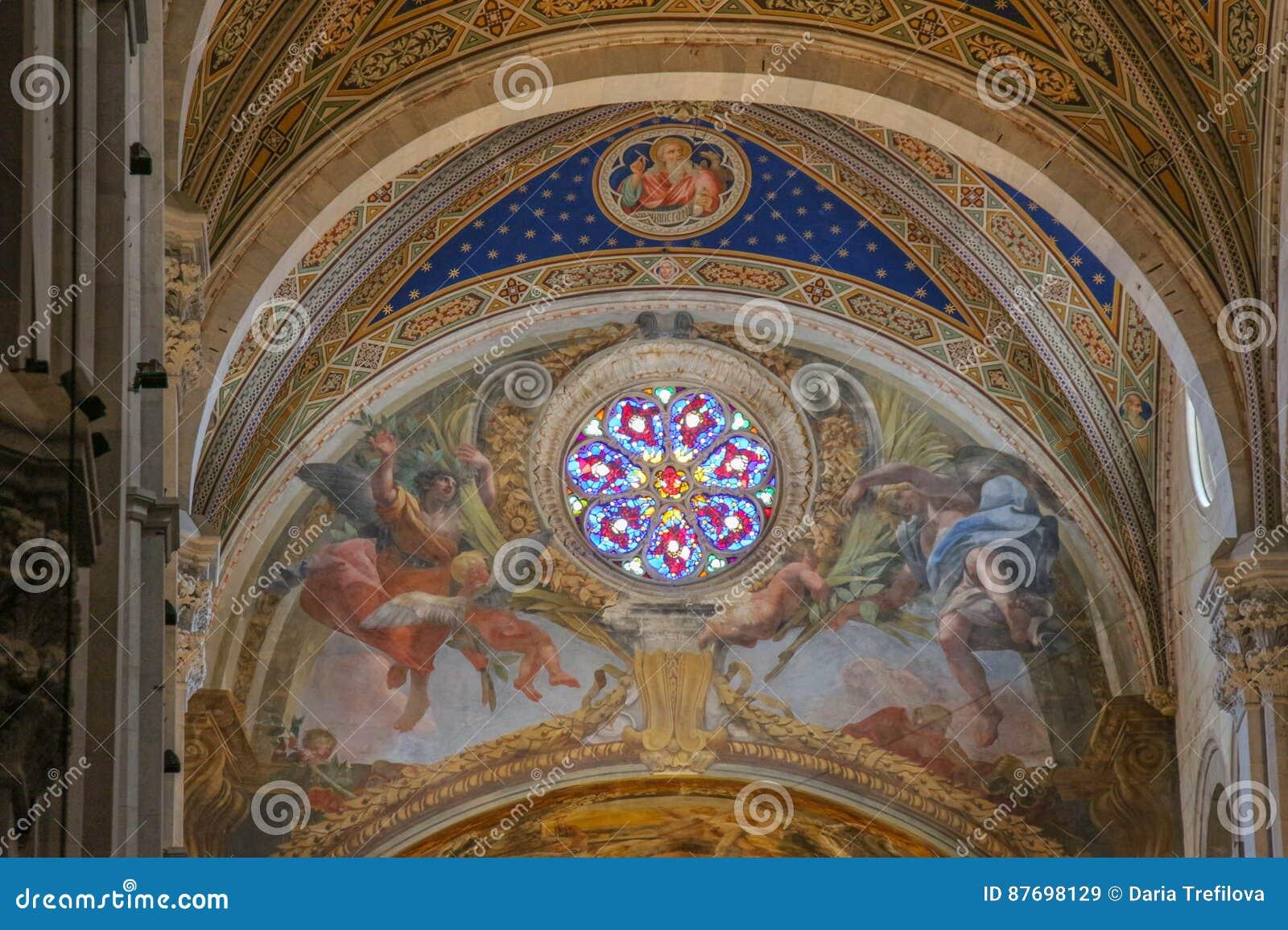 Finestra Di Vetro Macchiato E Dell Affresco Sull Interno Della Cattedrale Di Lucca Cattedrale Di San Martino Tuscany L Italia Immagine Stock Editoriale Immagine Di Soffitto Martin 87698129