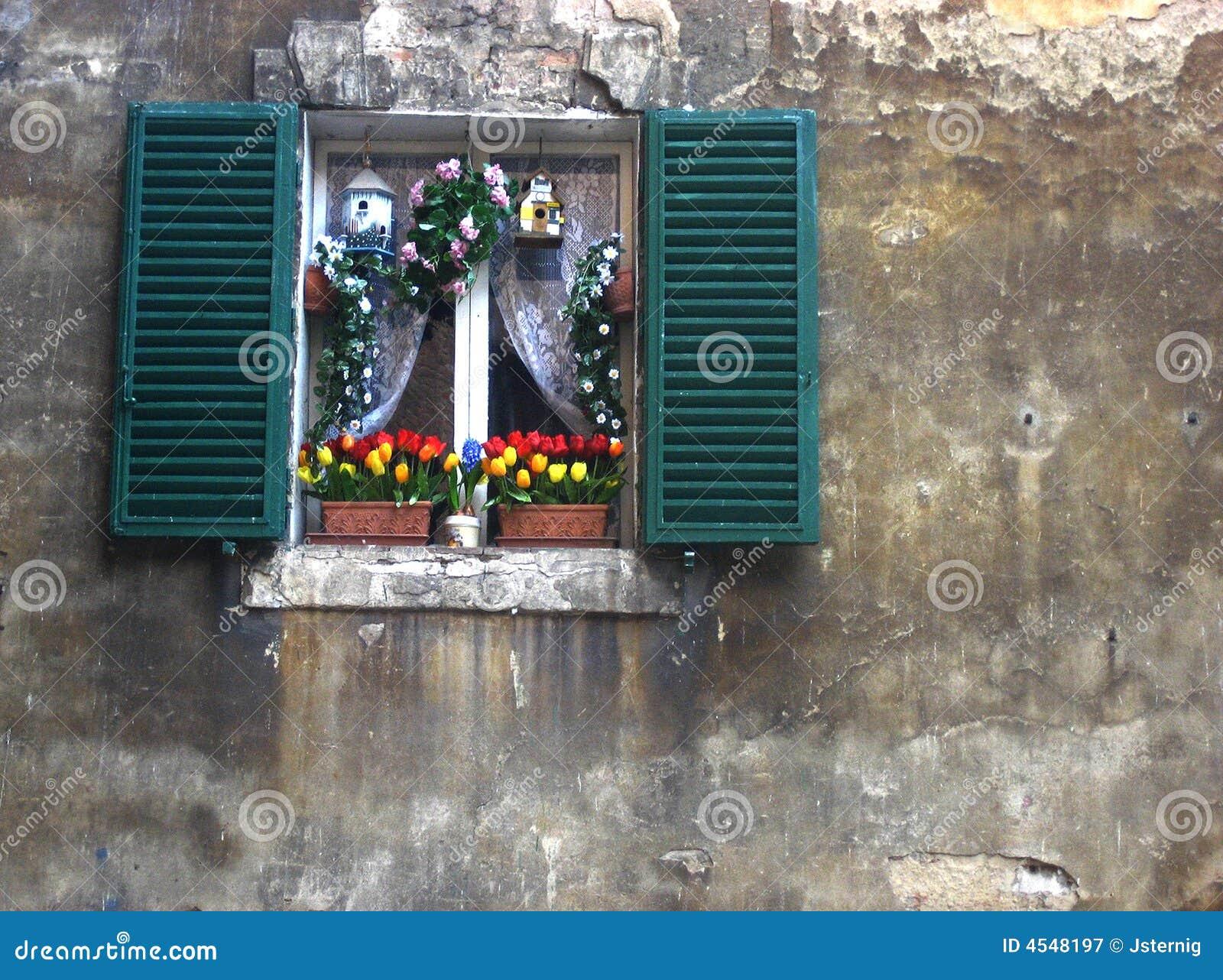 Finestra italiana decorata