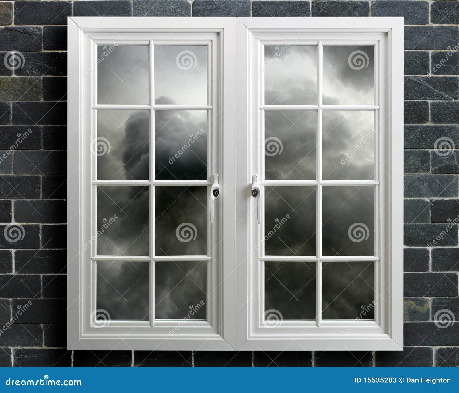 Finestra moderna del pvc di bianco con la vista del cielo - Stock finestre pvc ...