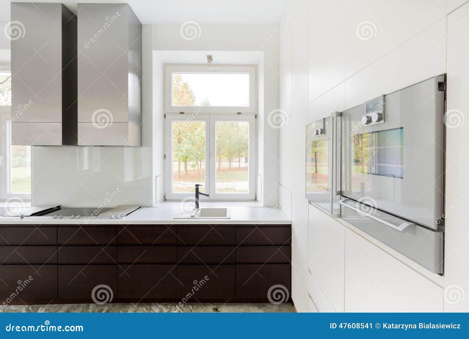 Finestra nella cucina immagine stock immagine di mobilia 47608541 - Finestra cucina ...