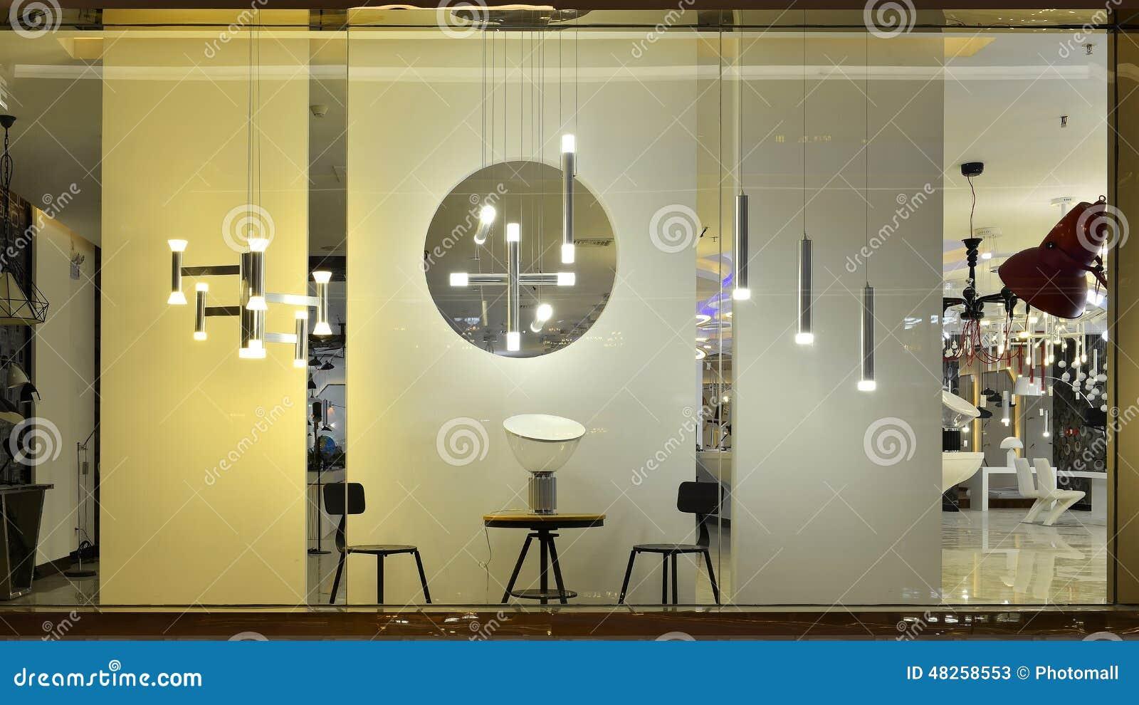 Finestra principale del negozio di illuminazione immagine stock
