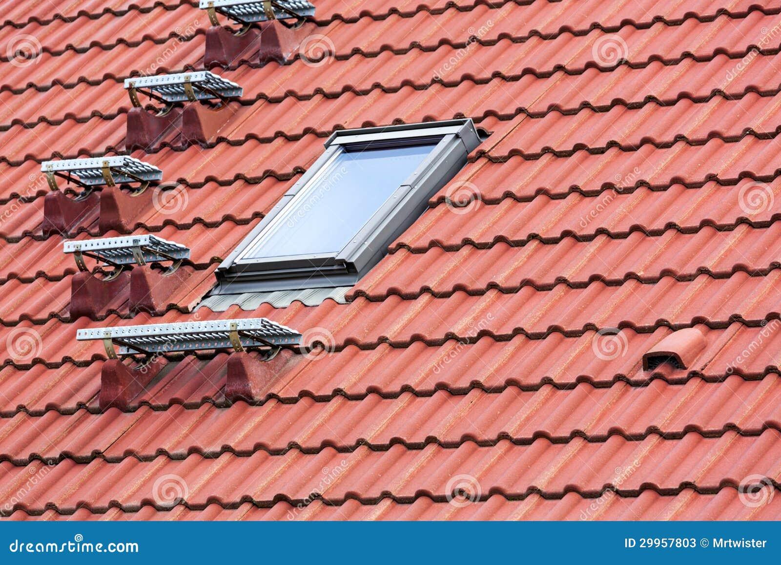 Scala del tetto fotografie stock immagine 29957803 - Finestra sul tetto ...