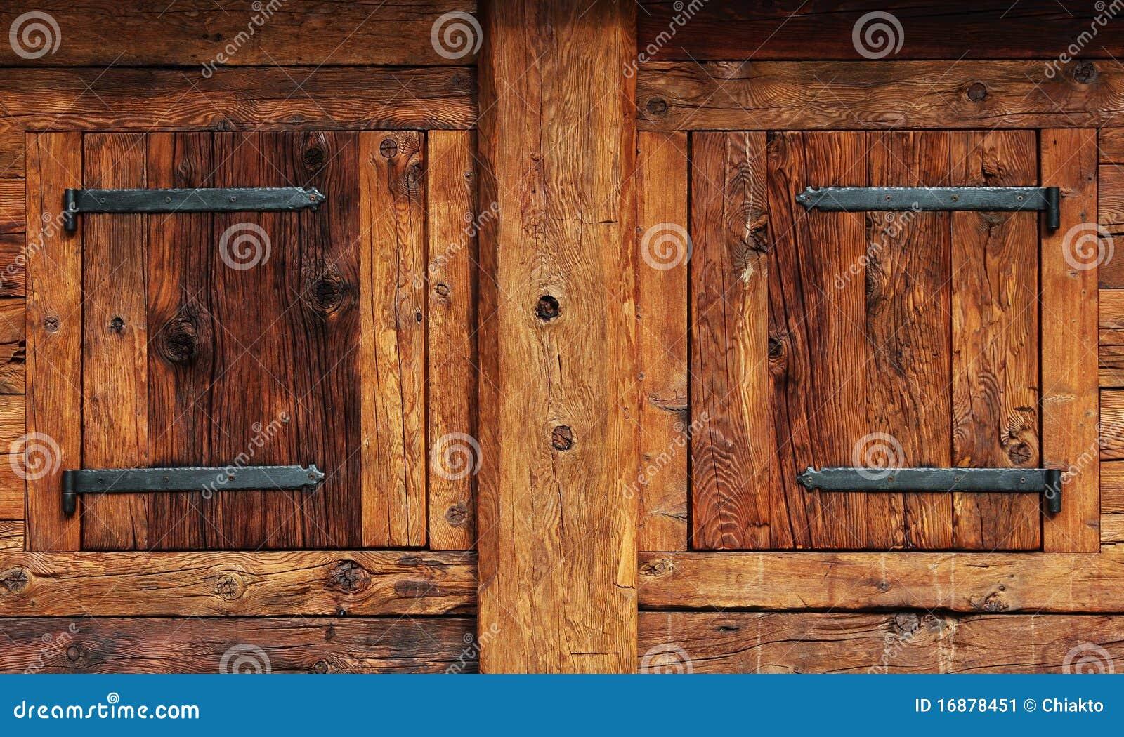 Finestre chiuse di legno immagine stock immagine di artigianato 16878451 - Finestre di legno ...