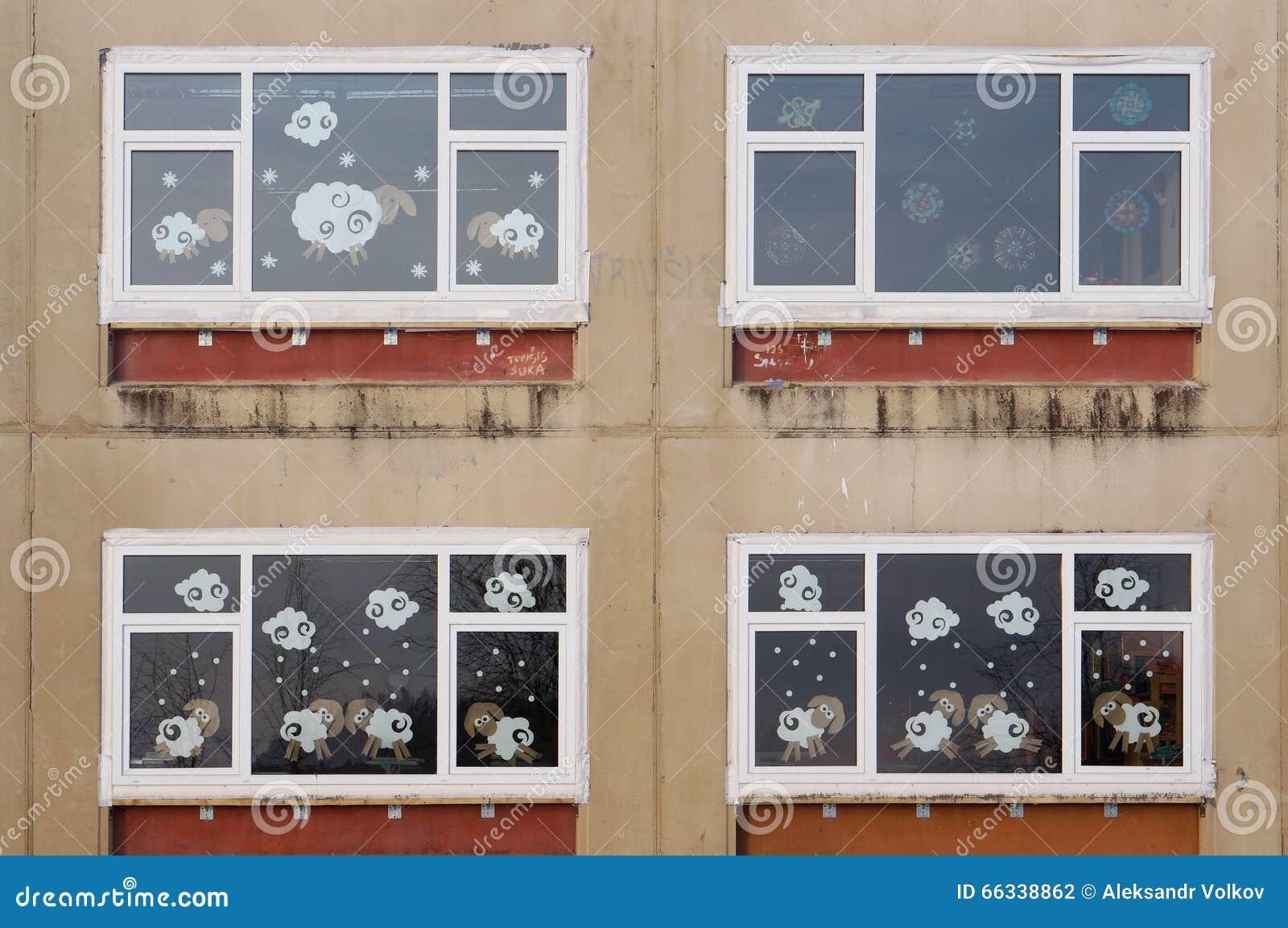 Finestre di natale di vecchia scuola del villaggio fotografia stock immagine di esterno - Finestre di natale ...
