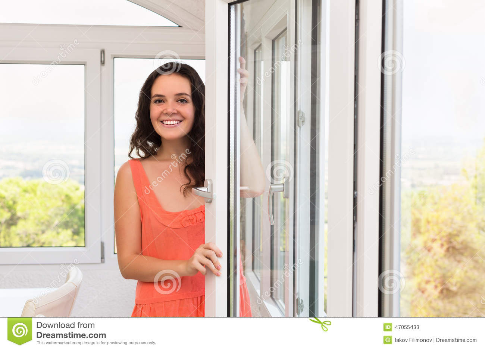 Finestre di plastica vicine restanti castane immagine - Stock finestre pvc ...