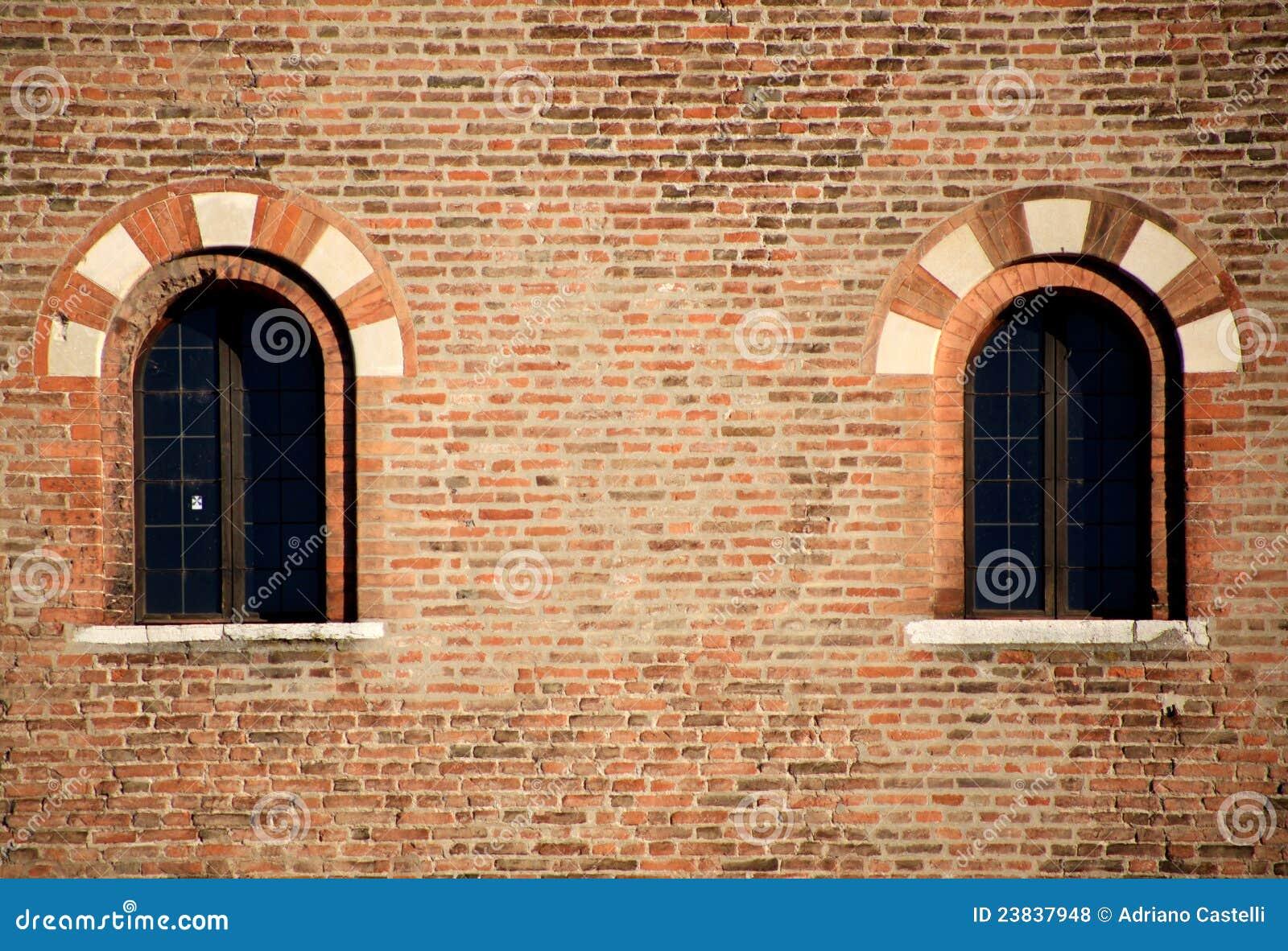 finestre medioevali particolari di architettura