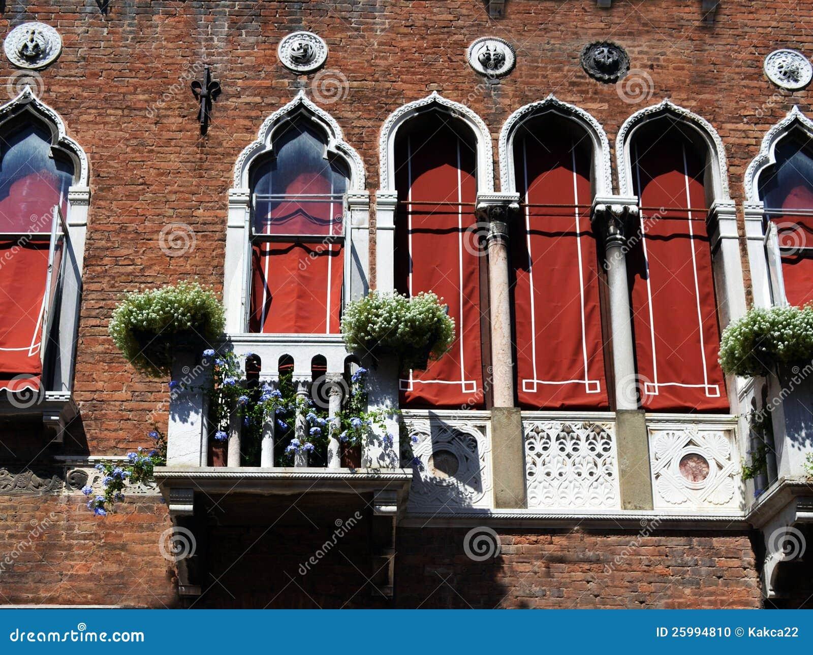 Finestre veneziane fotografia stock immagine 25994810 - Veneziane per finestre prezzi ...