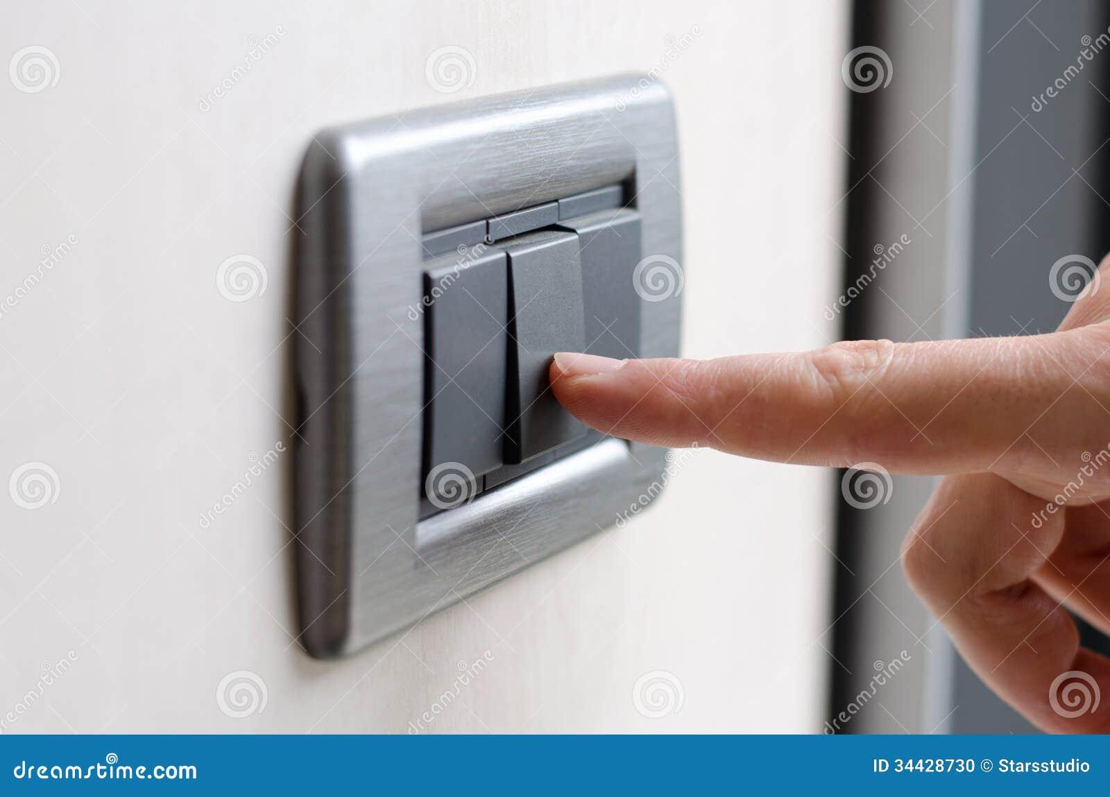Finger, Der Lichtschalter Drückt Stockfoto - Bild von energie ...