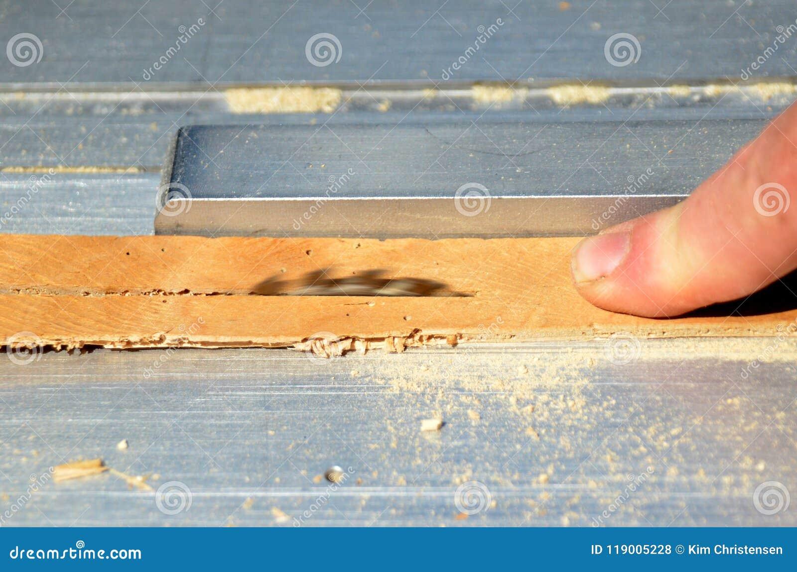 Finger y sierra del zumbido