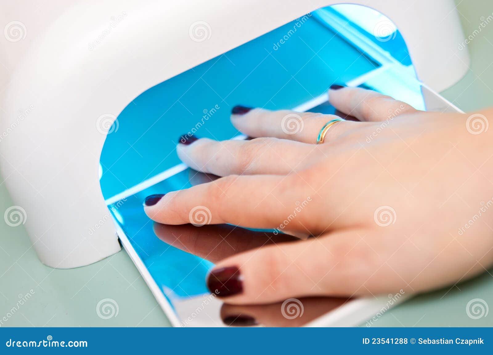 fingernail machine