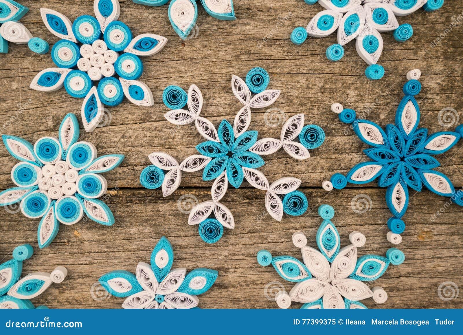 Fiocchi Di Neve Di Carta Modelli : Fiocchi di neve di carta fatti con la tecnica quilling immagine