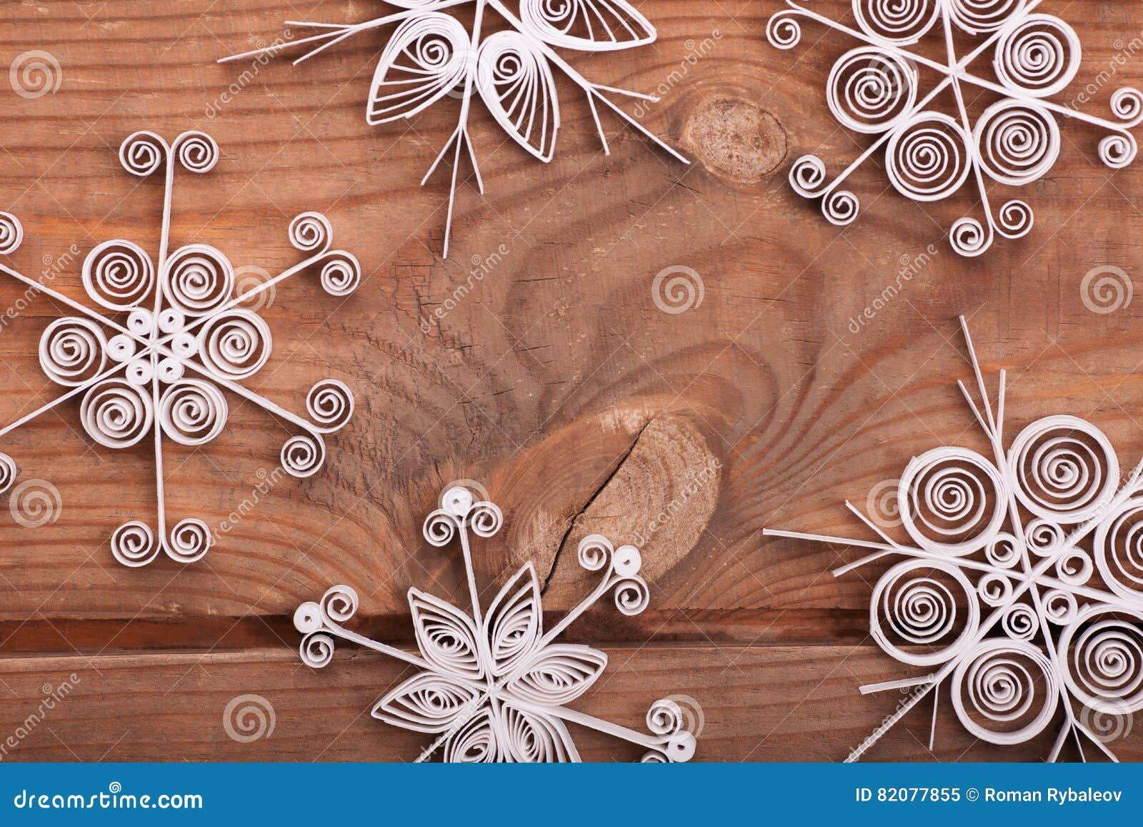 Fiocchi Di Neve Di Carta Tutorial : Fiocchi di neve con la carta. motivo natalizio con fiocchi di neve e