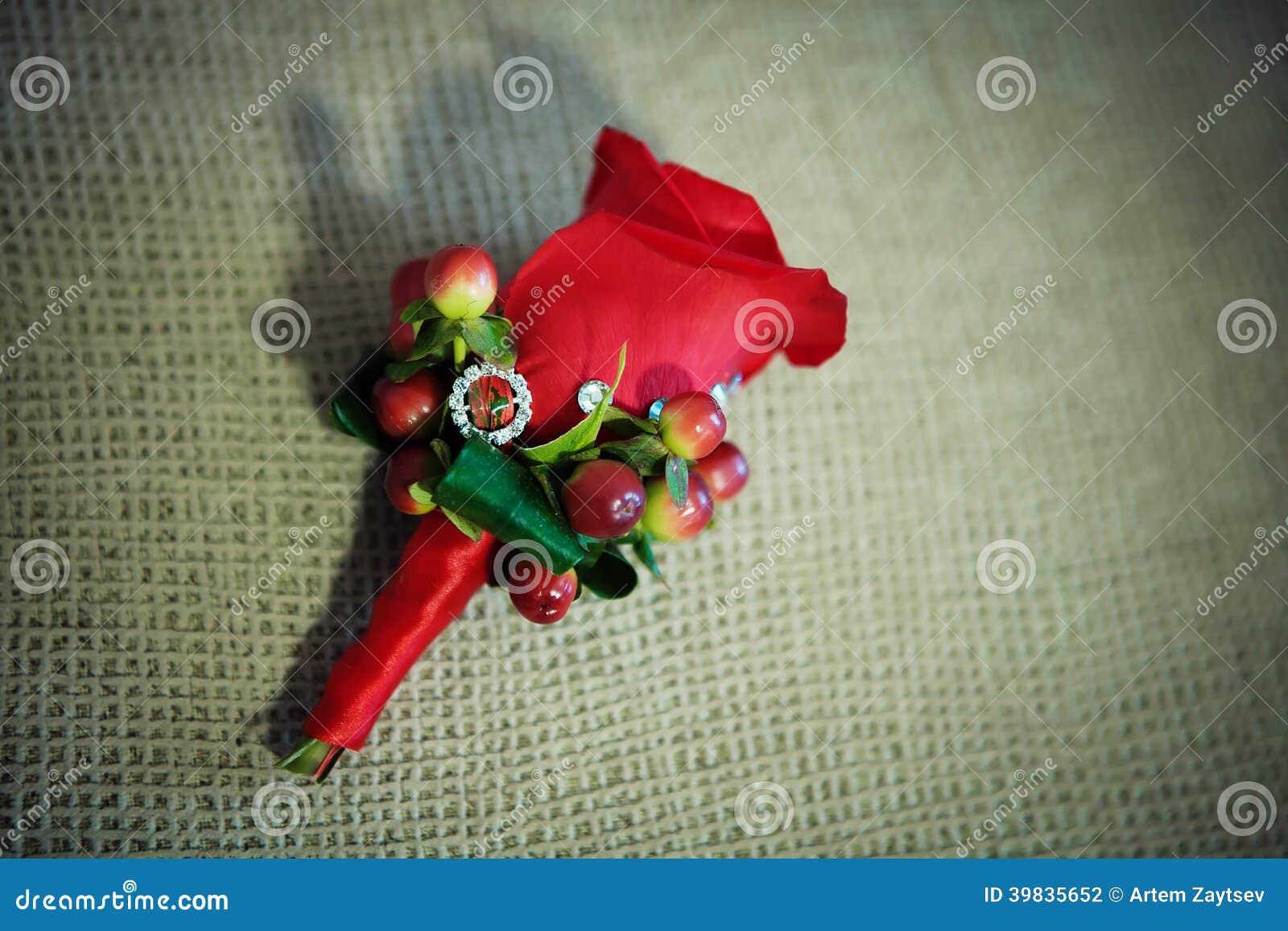 Fiore rosso dell occhiello