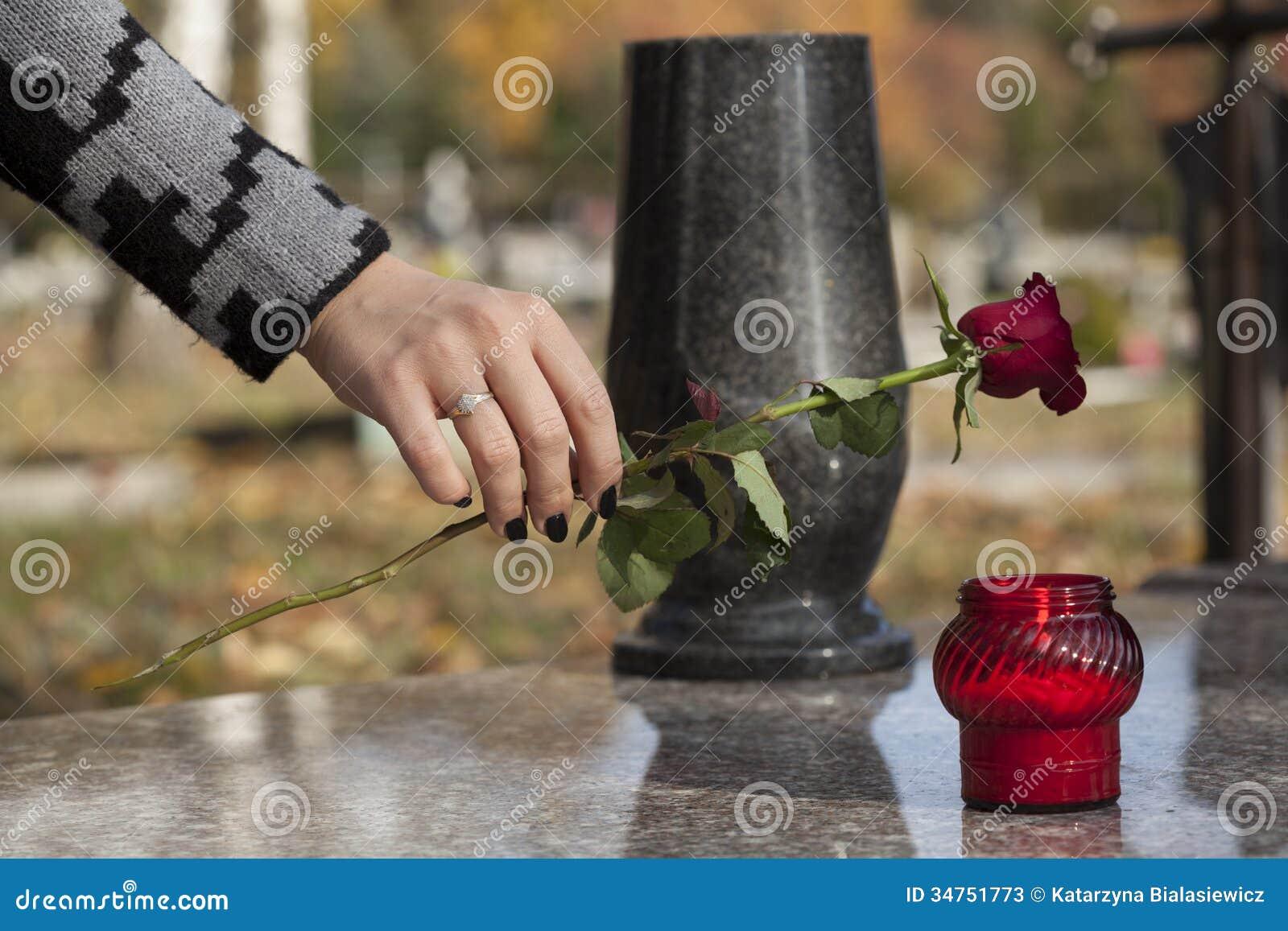Fiore sulla tomba